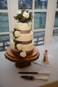 white wedding cake with white roses and Christmas decor